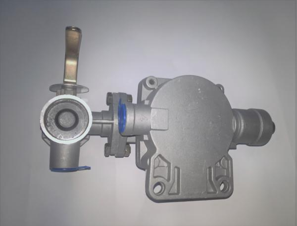 Trailer brake valve suitable for dual-circuit brake system for comparison WABCO 9710021507